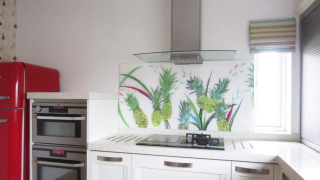 Bespoke Glass Splashback Glasgow featuring pineapples behind a hob